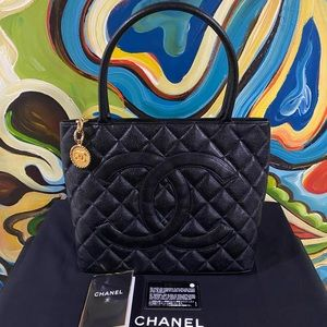 🔴CHANEL MEDALLION Quilted Black Caviar Tote